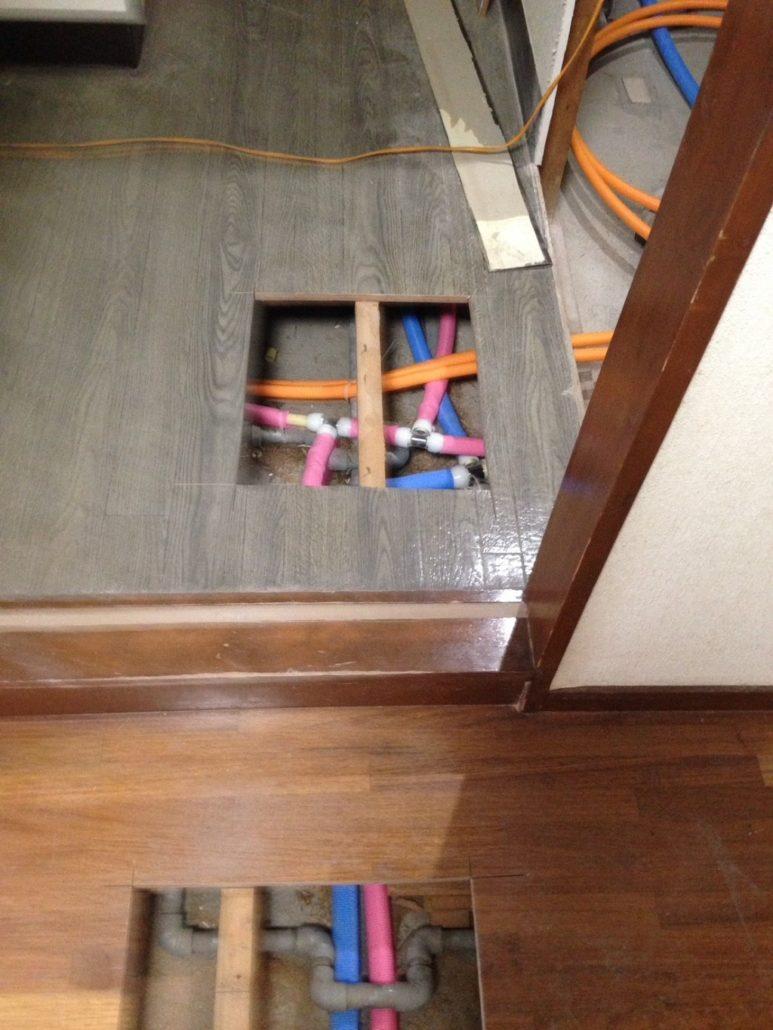 床下の配管