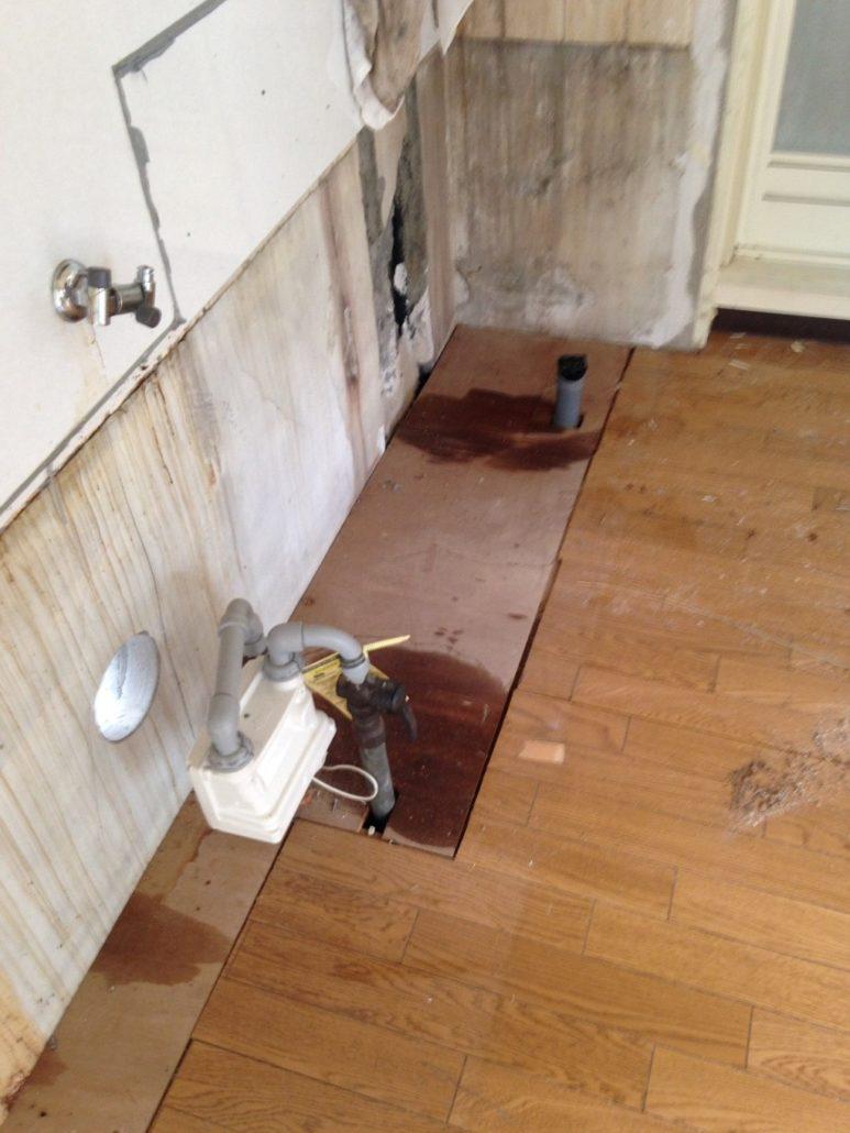 漏水を引き起こしている配管