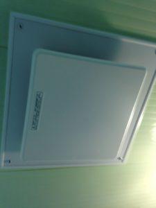 新しい浴室換気扇の取り付け